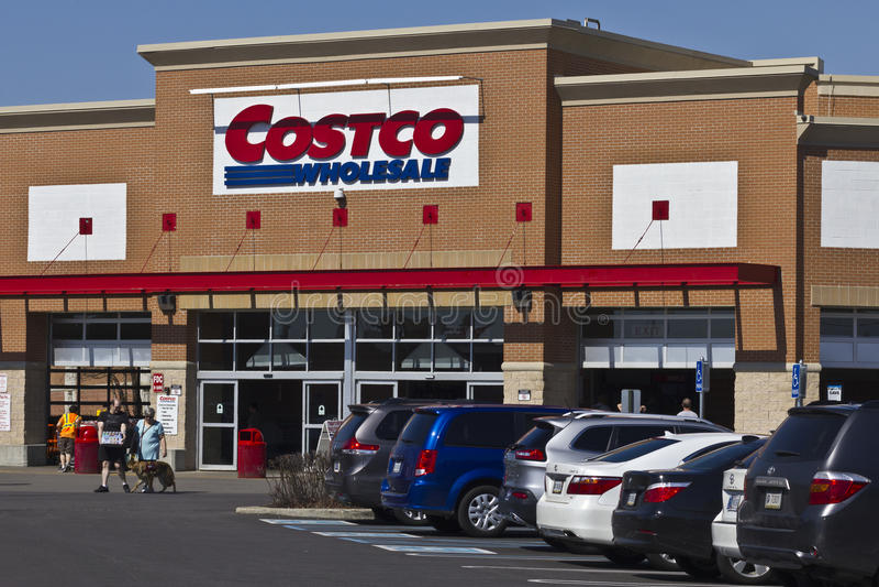 Indianapolis - vers en avril 2016 : Emplacement I de vente en gros de Costco image libre de droits