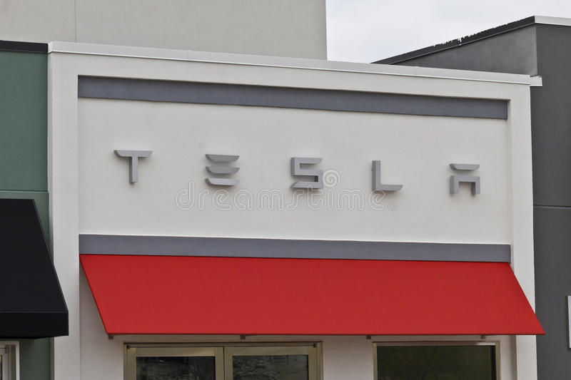 Indianapolis - vers en avril 2016 : Magasin IV de moteurs de Tesla photos libres de droits