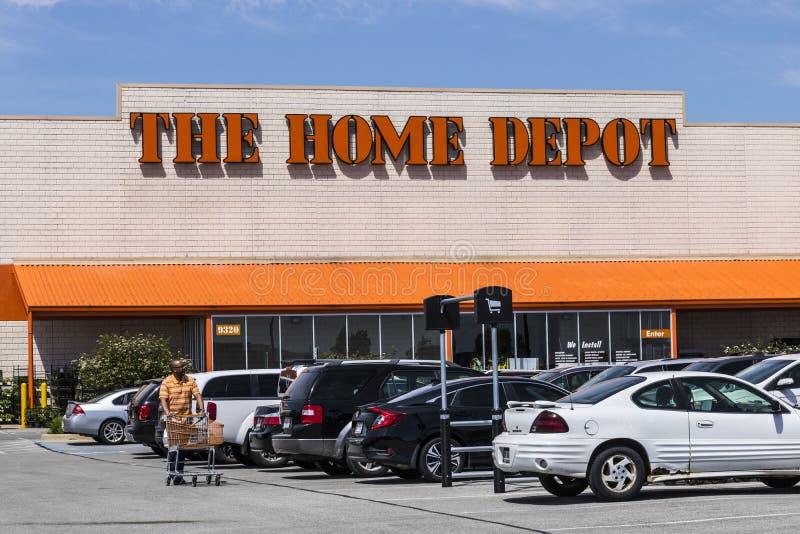 Indianapolis - vers en mai 2017 : Emplacement de Home Depot Home Depot est le plus grand détaillant d'amélioration de l'habitat a image libre de droits