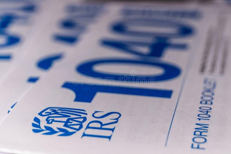 Indianapolis - vers en mars 2019 : Nouvelles feuilles d'impôt d'IRS 1040 Les nouvelles 1040 formes sont simplifiées des années an image stock