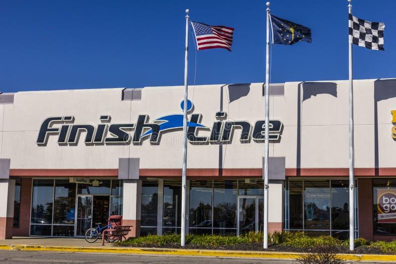 Indianapolis - vers en octobre 2017 : Finish Line, Inc Emplacement au détail de devis avec les USA, l'Indiana et les drapeaux à c photo stock