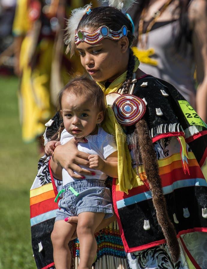 Indiandansare och barn royaltyfri foto