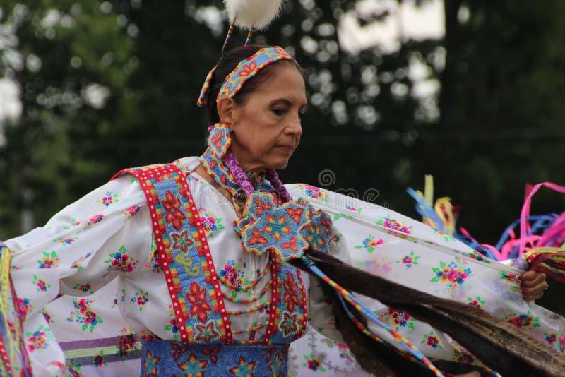 Indiandansare på pow-överraskar arkivfoto