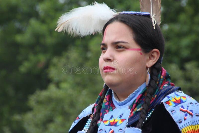 Indiandansare på pow-överraskar royaltyfria bilder