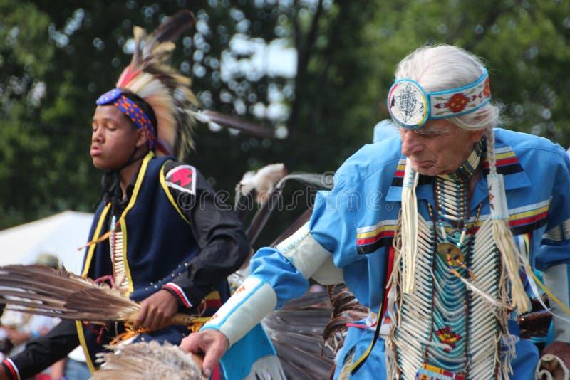 Indiandansare på pow-överraskar royaltyfri bild