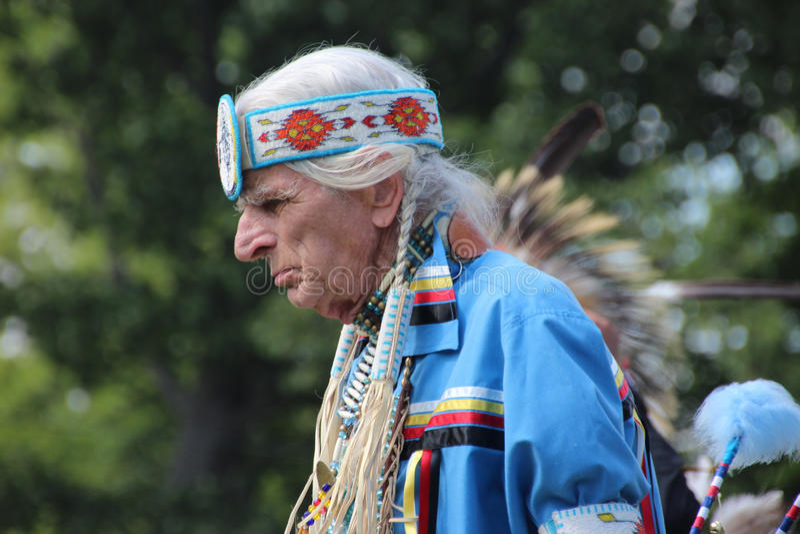 Indiandansare på pow-överraskar arkivbild