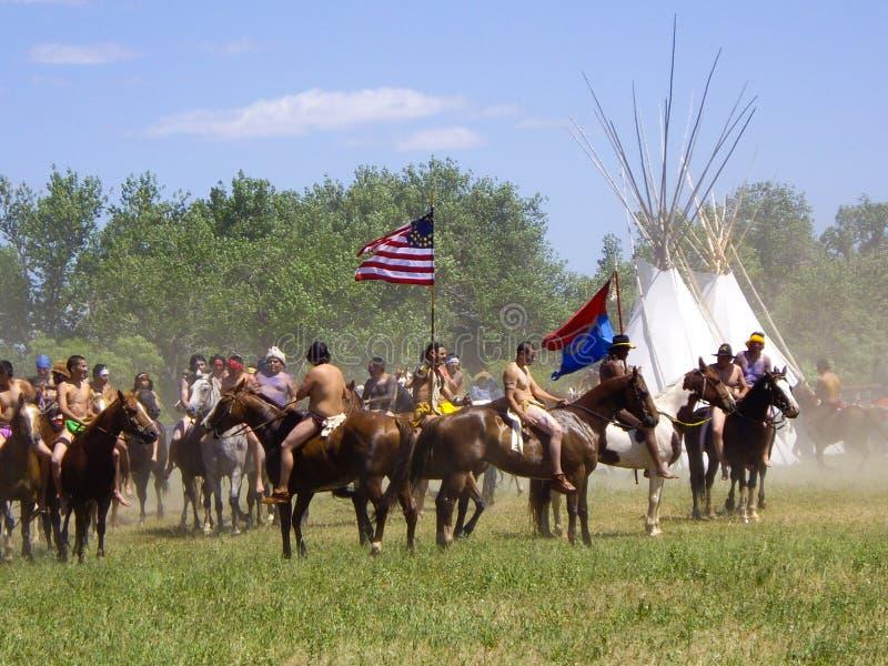 Indianer nehmen die Flagge am Kampf des Little Bighorn gefangen lizenzfreie stockfotos