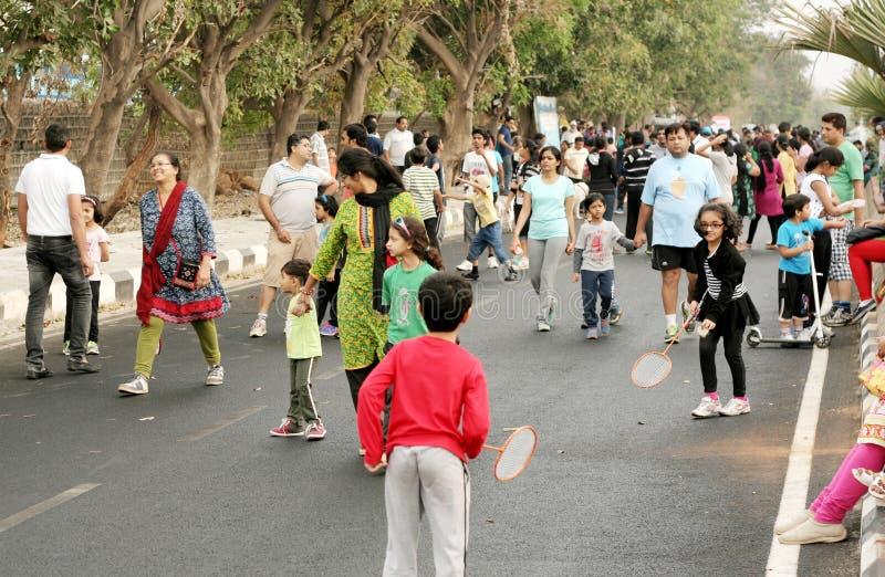Indianie bawić się i odtwarza na otwartym drogowym wydarzeniu obraz royalty free