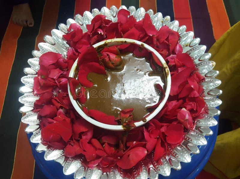 Indiano Mehandi na bacia para casamentos fotos de stock