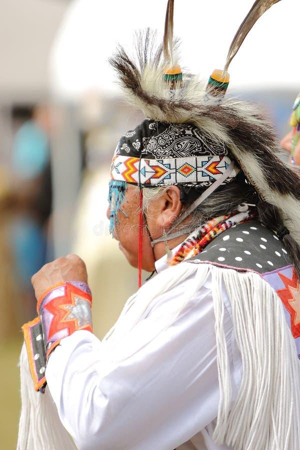 Indianpowen överraskar dansare arkivfoto