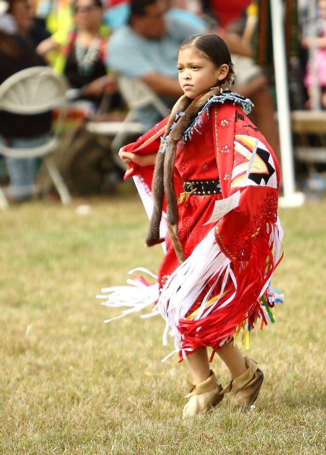 Indianpowen överraskar dansare arkivbilder