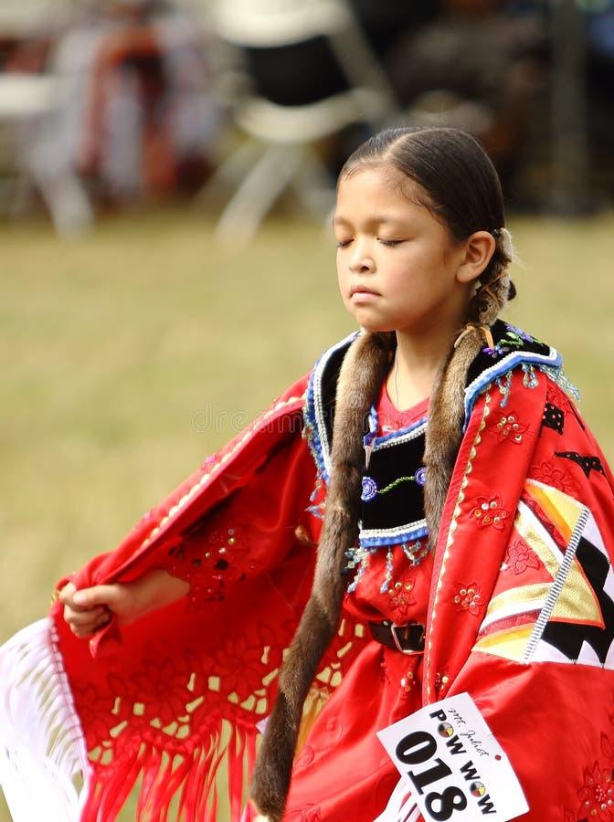 Indianpowen överraskar dansare arkivbild