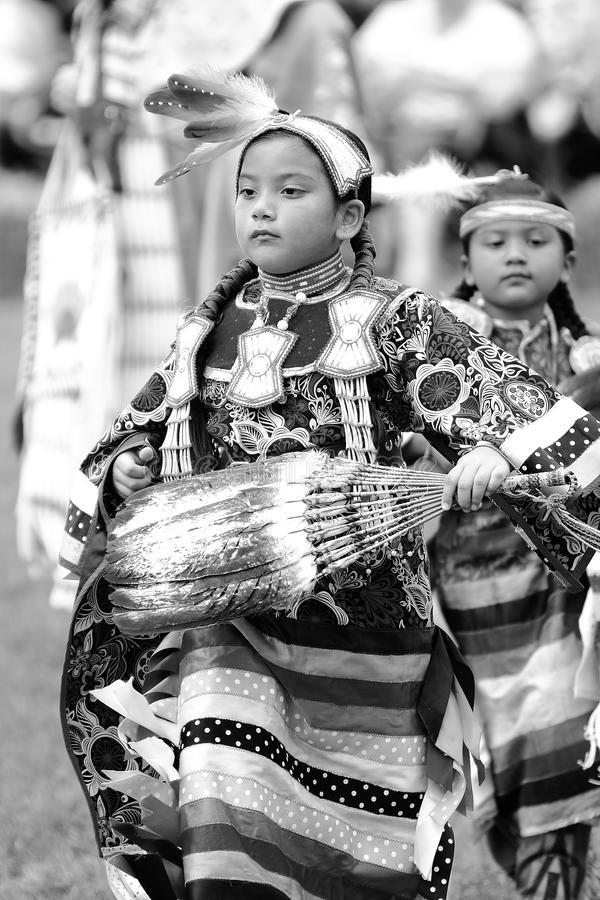 Indianpowen överraskar dansare arkivfoton