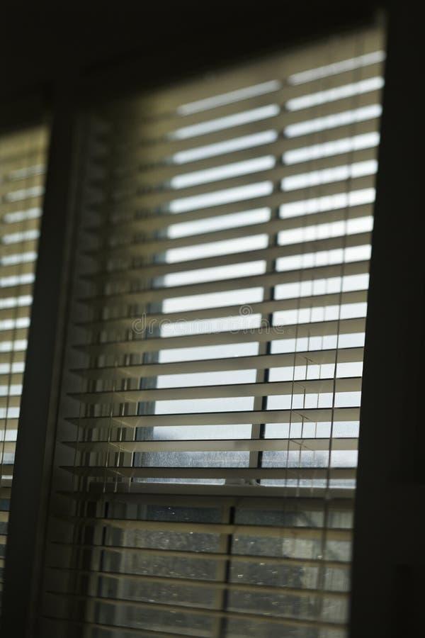 Indicador com cortinas abertas. foto de stock