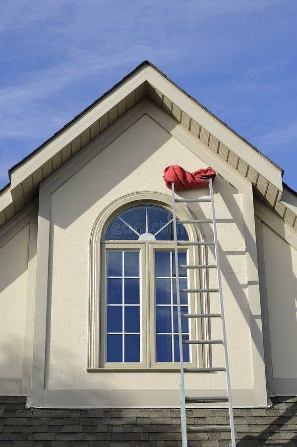 Indicador da casa do estuque e escada de extensão fotos de stock royalty free