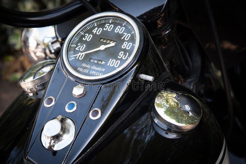 Indicador de velocidad e interruptor de encendido de la motocicleta Harley Davidson imágenes de archivo libres de regalías