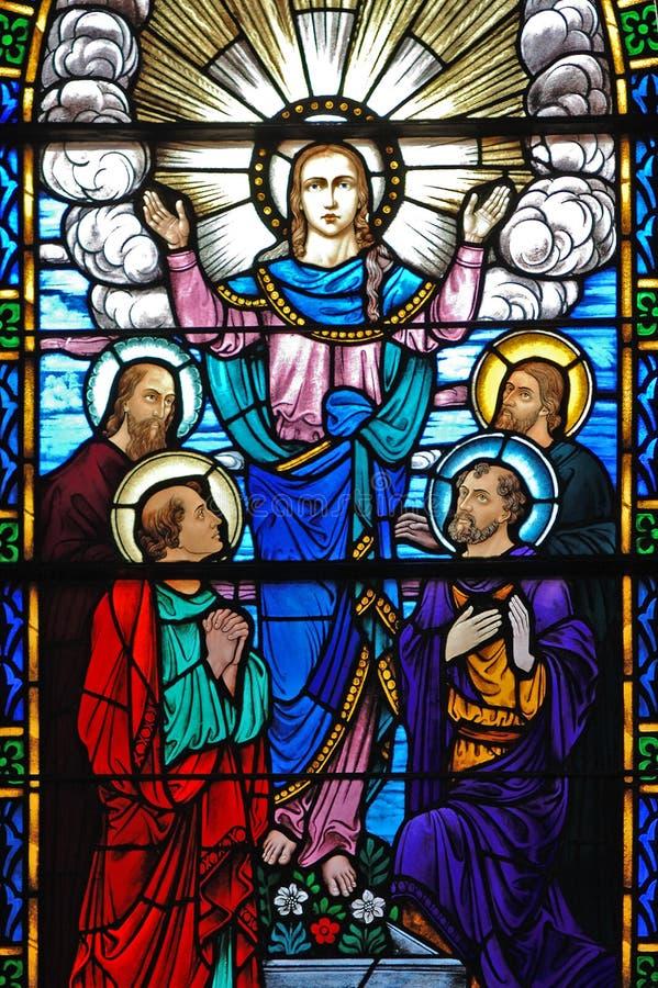 Indicador de vidro manchado de Christ e de seus discípulo fotografia de stock