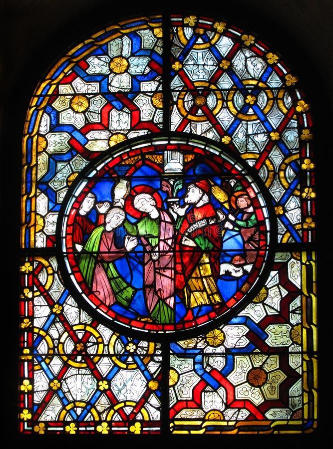 Indicador de vidro manchado na catedral de Canterbury fotos de stock