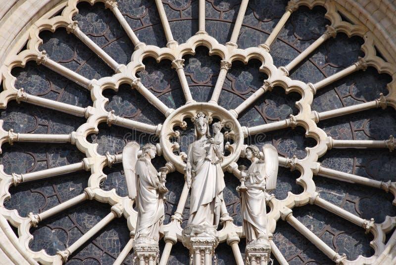 Indicador de vidro manchado - Notre Dame Paris imagem de stock