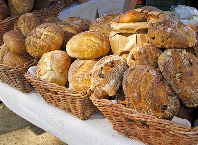 Indicador do pão no mercado dos fazendeiros imagens de stock royalty free