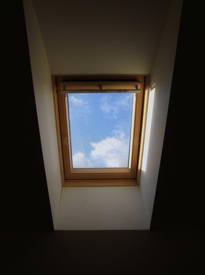 Indicador em um telhado da casa foto de stock