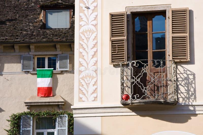 Indicador italiano en ventana fotografía de archivo