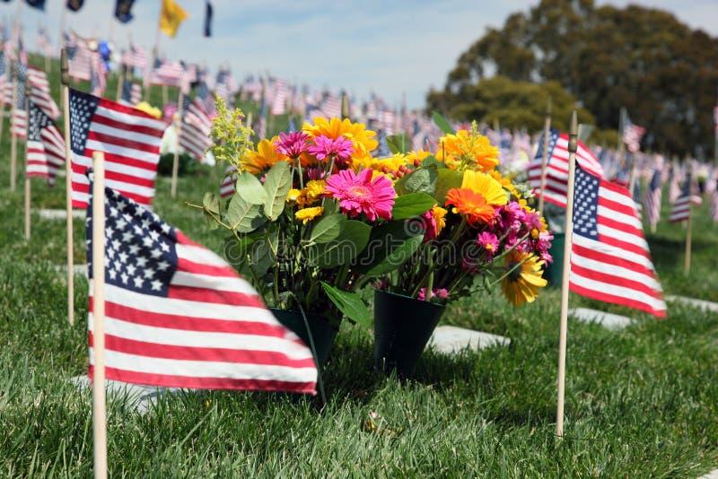 Indicadores americanos en el cementerio nacional fotos de archivo libres de regalías