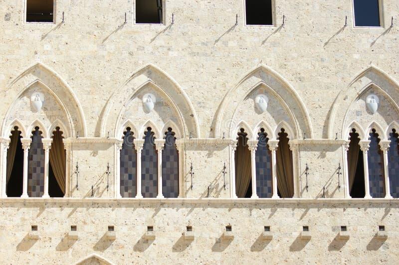 Indicadores arqueados no Sienna Italy fotos de stock