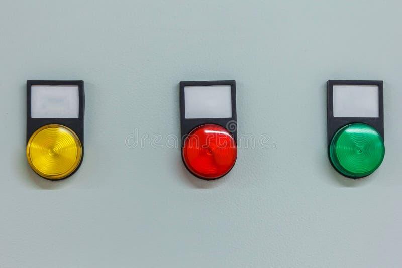 indicadores coloridos e botões luminosos no painel de instrumento foto de stock royalty free