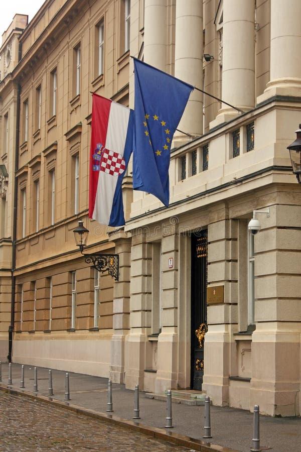 Indicadores de la unión europea y de Croacia fotografía de archivo