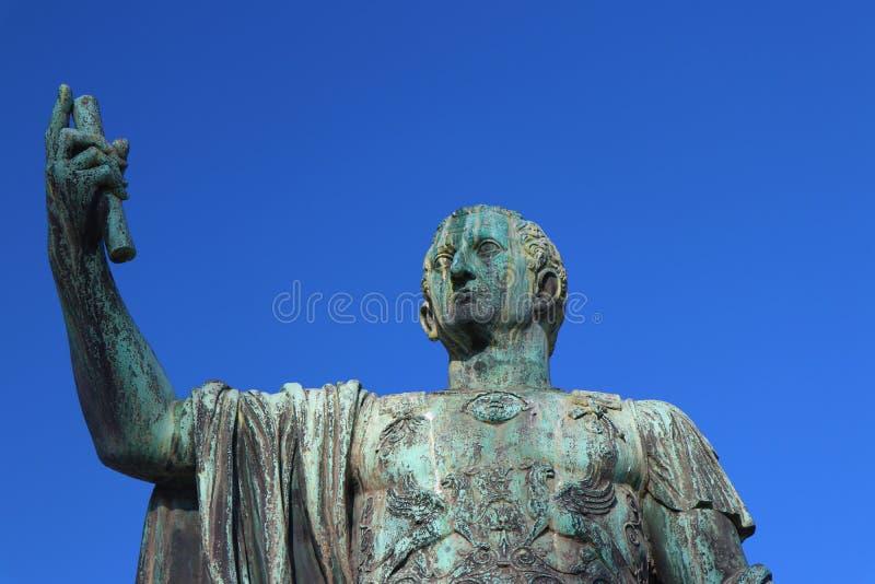 Indicadores velhos bonitos em Roma (Italy) Estátua de Nerva fotos de stock royalty free