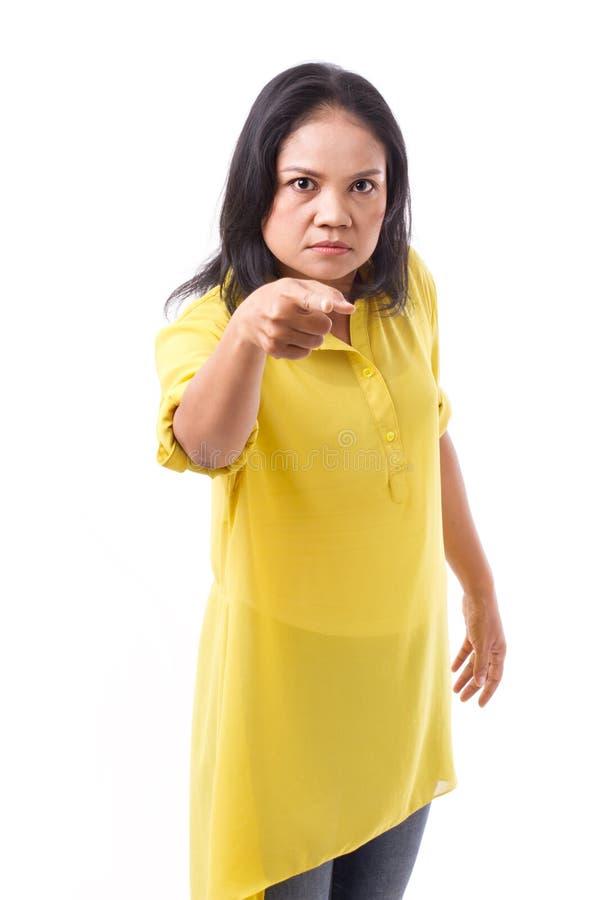 indicare della donna invecchiato mezzo arrabbiato immagine stock libera da diritti