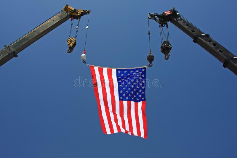 Indicateur américain sur la grue photographie stock libre de droits