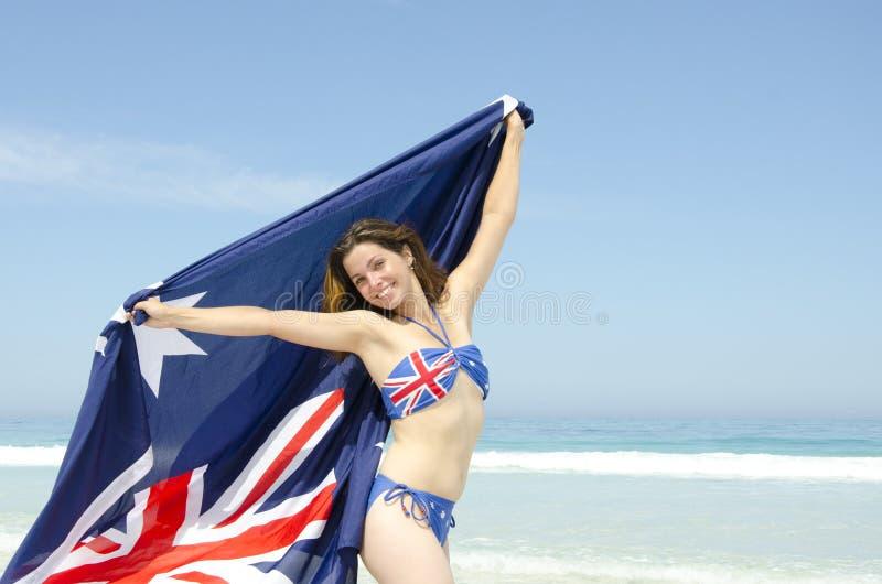 Indicateur australien de femme sexy à la plage image stock