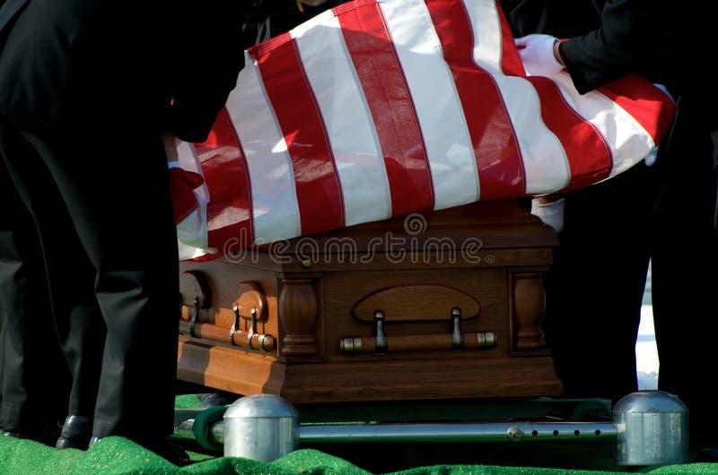 Indicateur de cimetière national d'Arlington au-dessus de cercueil photographie stock libre de droits