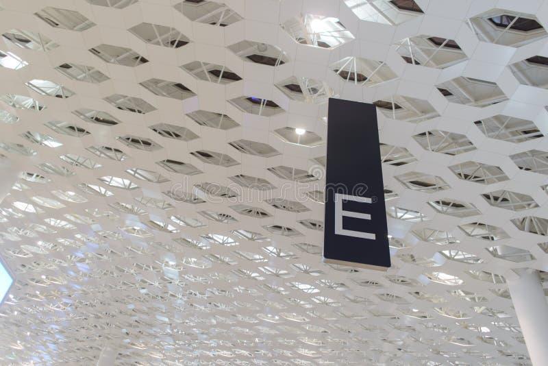 Indicateur de zone d'E dans l'aéroport photo libre de droits