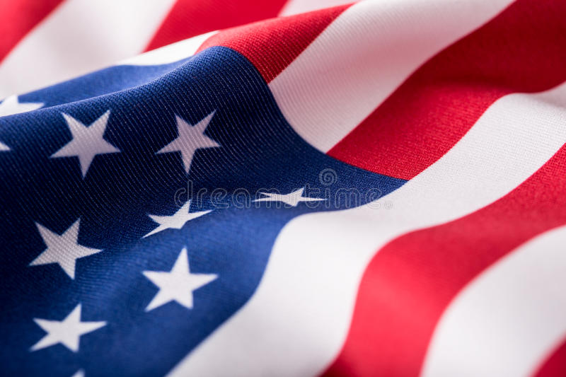 Indicateur des Etats-Unis Amerikanische Flagge Schlagwind der amerikanischen Flagge Nahaufnahme Schönes Tanzen der jungen Frau de stockbilder