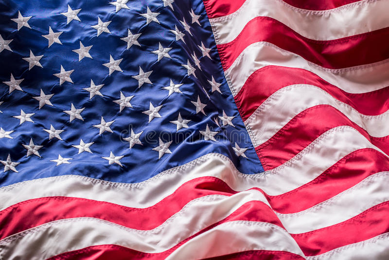 Indicateur des Etats-Unis Amerikanische Flagge Schlagwind der amerikanischen Flagge Viertes - 4. von Juli lizenzfreie stockfotos