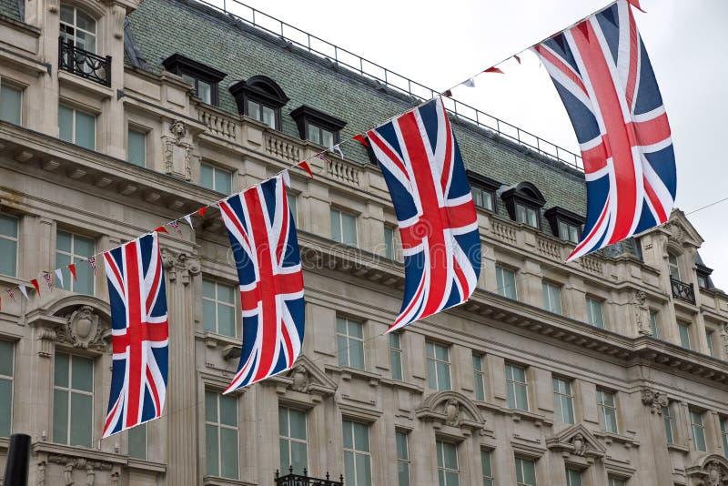 Indicateurs britanniques dans la rue photos stock