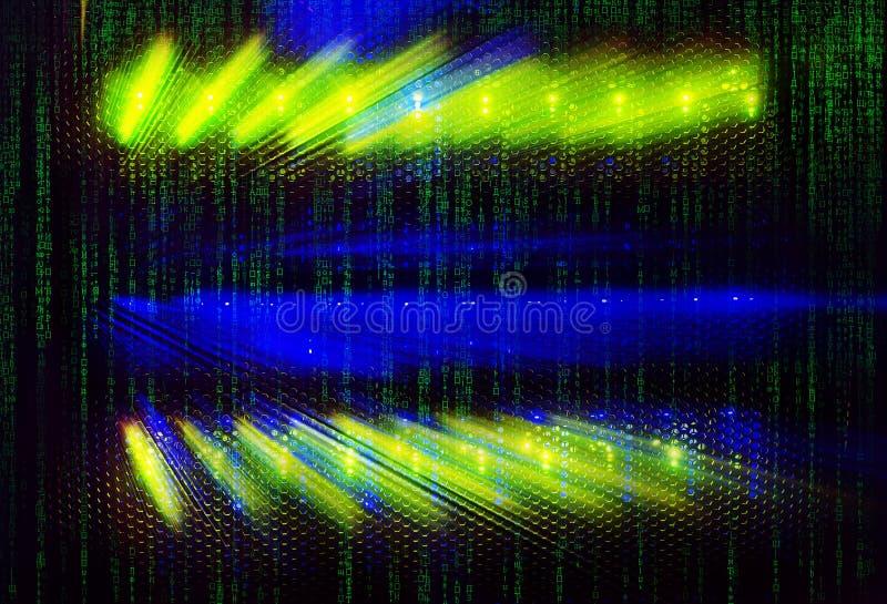 Indicateurs de lumière de code de Matrix sur le centre de traitement des données d'unité centrale dans l'obscurité avec le code d image libre de droits