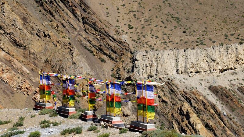 Indicateurs de prière en Himalaya photos stock