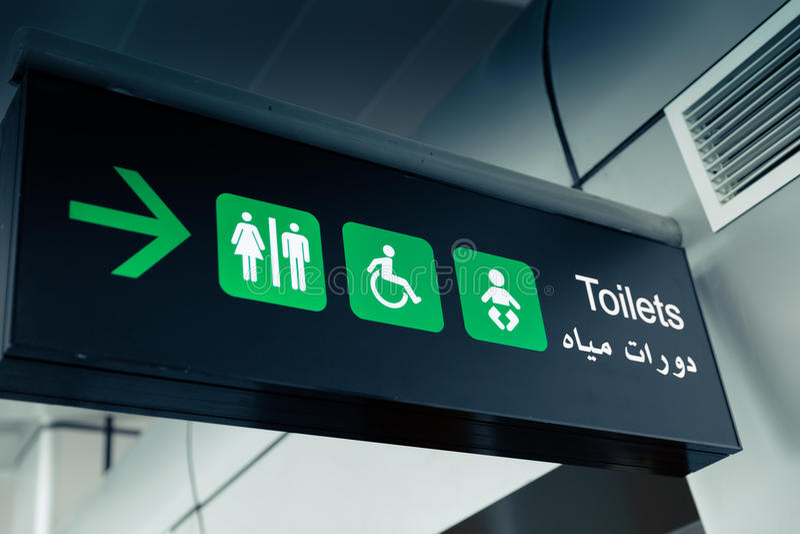 Indicateurs noirs d'aéroport - carte de travail de toilettes photographie stock