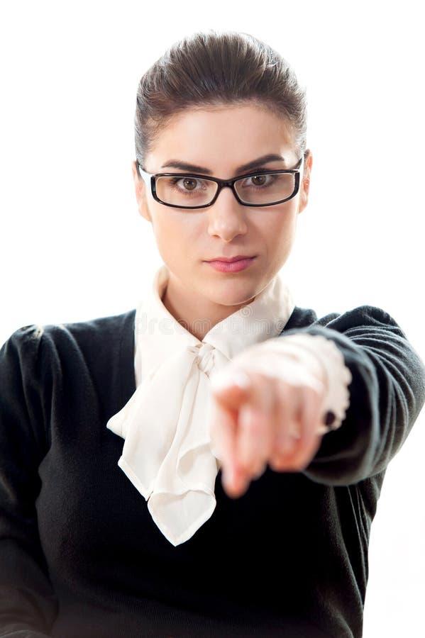 Indication par les doigts de femme d'affaires à vous images stock