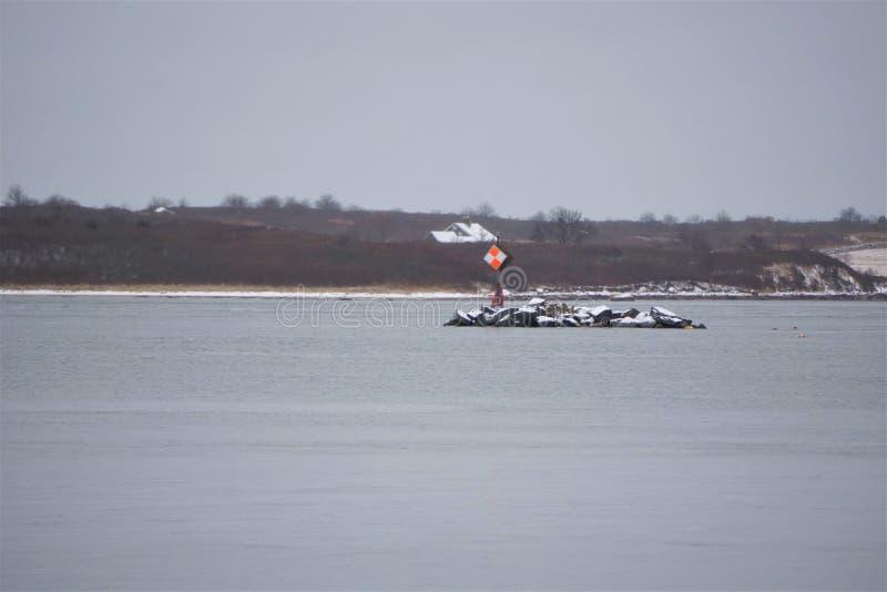 Indicatore di Manica sull'isola nell'inverno fotografia stock libera da diritti