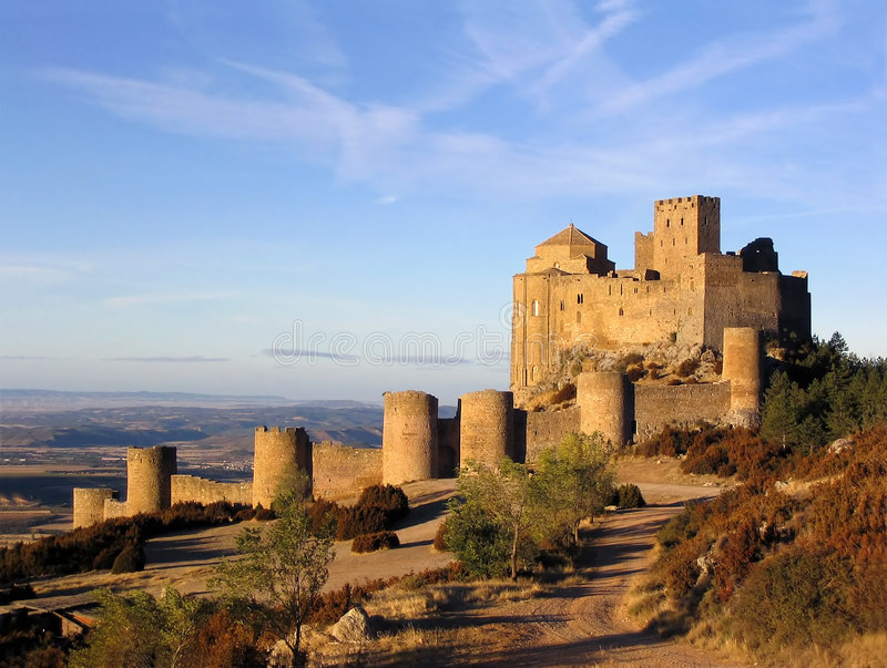 Indicatore luminoso 1 del castello di Loarre di mattina immagini stock libere da diritti