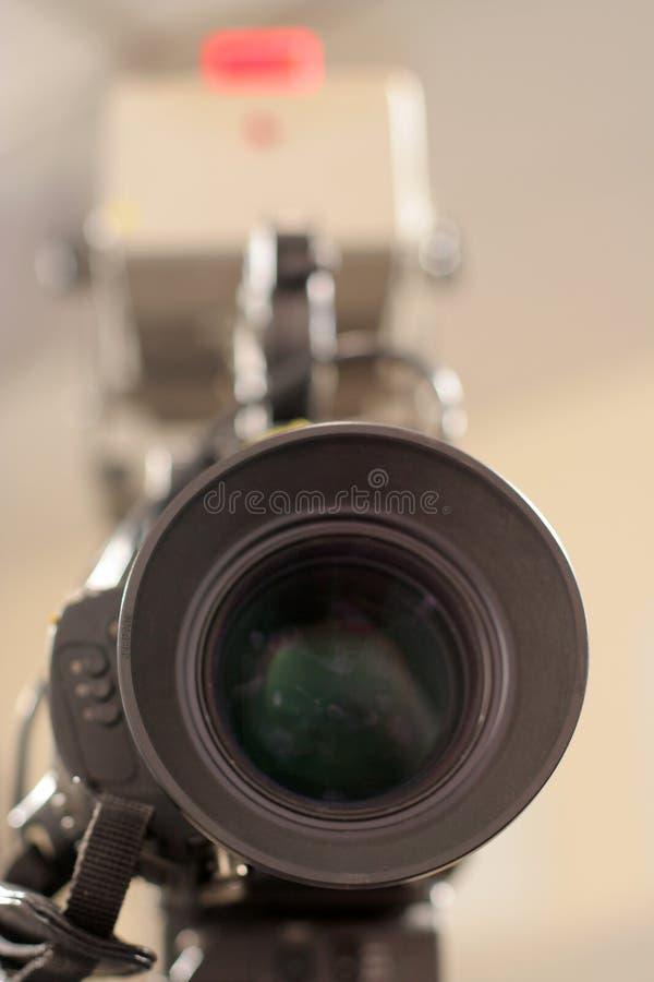 Indicatore luminoso dell'obiettivo e del riscontro di macchina fotografica dello studio fotografia stock libera da diritti