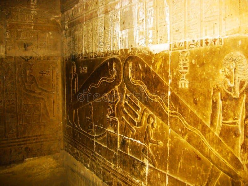 Indicatore luminoso di Dendera - particolare del tempiale del Hathor immagini stock libere da diritti