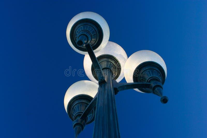 Indicatore luminoso di via della città polarizzato fotografie stock libere da diritti