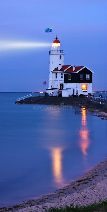 Indicatore luminoso nella notte fotografia stock