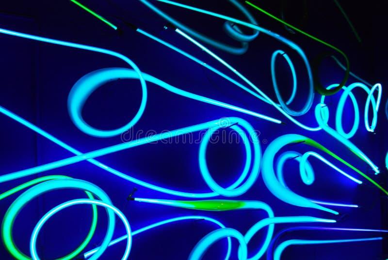 Indicatori luminosi al neon nello scuro fotografie stock